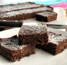 Absolutely delicious, this chocolate weetbix slice will become your go to weekly baking, it is simple and so tasty, the whole family will love it. Chocolate Weetbix Slice, Chocolate Crunch, Baking Tins, Baking Recipes, Dessert Recipes, Desserts, Baking Ideas, Cereal Recipes, Brownie Recipes