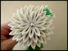 Chrysanthemum kanzashi by Hatsu-chan^^, via Flickr