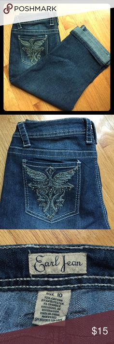 """NWOT Blue Jean Cuffed Capris 10 Stand out w/ these sweet bejeweled jean cuffed capris! Excellent condition! 🌀Waist about 15.75"""" flat or 31.5"""" full. Length about 28.5"""", Inseam about: 18.5"""". Has some stretch for comfort! Front and back pockets. Offers welcome!💃 Earl Jeans Jeans Ankle & Cropped"""