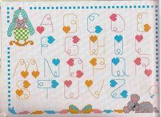 Alfabeto punto scritto da ricamare con cuoricini e topolini