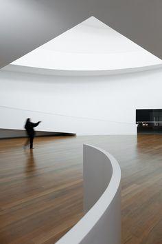 Gallery of Iberê Camargo Foundation: Standards and Variations - 28