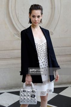 Japanese actress Kiko Mizuhara poses before the Christian Dior 2017 Spring/Summer ready-to-wear collection fashion show, on September 30, 2016 in Paris. / AFP / PATRICK