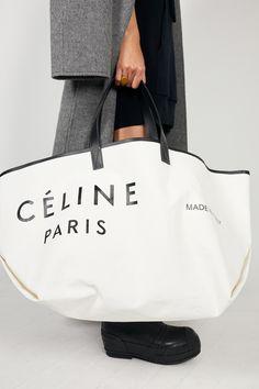 Céline Pre-Fall 2018 Fashion Show Collection: See the complete Céline Pre-Fall 2018 collection. Look 34