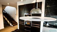 Widok na kuchnię. Ponadczasowy styl.