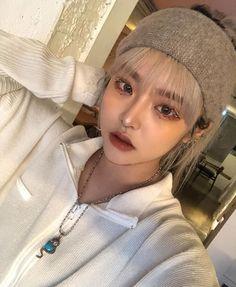 Korean Aesthetic, Aesthetic Photo, Korean Girl Photo, Ulzzang Makeup, Ulzzang Korean Girl, Girl Smoking, Asia Girl, Outfit Goals, Everyday Look