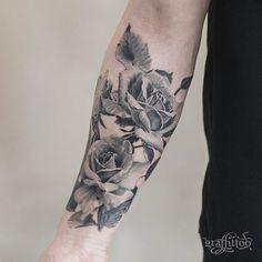 장미 :) - #타투 #그라피투 #타투이스트리버 #디자인 #그림 #디자인 #아트 #일러스트 #tattoo #graffittoo #tattooistRiver #design #painting #drawing #art #Korea #KoreaTattoo #rosetattoo #장미타투