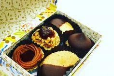 センスいいと褒められる!パッケージもお洒落なお菓子ギフト Sweet Corner, North And South America, Pastry Shop, Packaging Design, A Food, Deserts, Muffin, Sweets, Cookies