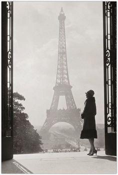 Art Symphony: Vintage Black and White Photos of Paris, classy lady, art, photography, paris fashion