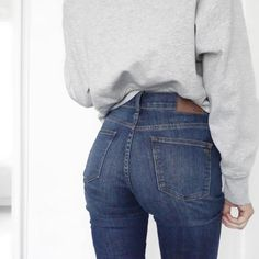 CHLOE | HOLLYWOOD sur Instagram: ✖️Denim✖️ I am a high waist jeans kind of girl and I am loving the cut of these ones by Madewell Sweater | @hm (last year trend collection) Jeans | @madewell1937 (I am wearing the size 28 my usual size) #fashion#denim#everydaymadewell#totewell#hm#grey#cosy#sweater#prevention#eazy