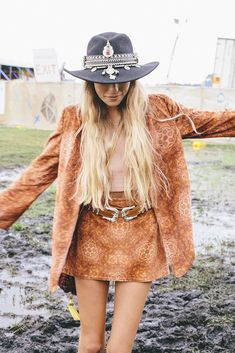 Stunning 38 Newest Coachella Outfit Ideas For Cozy Winter Outfits To Try In 2020 Fashion Pants, Boho Fashion, Fashion Outfits, Womens Fashion, Boho Festival Fashion, Whimsical Fashion, Fashion Fall, Street Fashion, Boho Chic