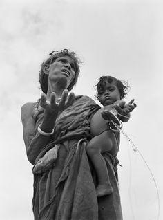 Werner Bischof, Famine stricken area, State of Bihar, India, April 1951 War Photography, Street Photography, Zurich, Paris Match, Photographer Portfolio, Famous Photographers, Magnum Photos, Photo Essay, Photomontage