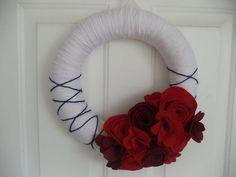 DIY yarn-wrapped wreath with felt flowers