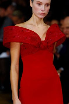 Detailed photos of Alexis Mabille Haute Couture Spring 2013 Red Fashion, Holiday Fashion, Fashion Details, Runway Fashion, High Fashion, Fashion Outfits, Alexis Mabille, Glamour, Little Presents