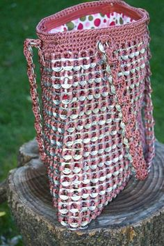 Upcycled Mauve Crochet Pop Tab Purse by on Etsy Soda Tab Crafts, Can Tab Crafts, Pop Top Crafts, Pop Tab Purse, Pop Can Tabs, Soda Tabs, Pop Cans, Crochet Purses, Recycled Crafts