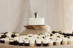 @Jacqui Tong  wedding cutting cake + cupcakes - jan michele photography