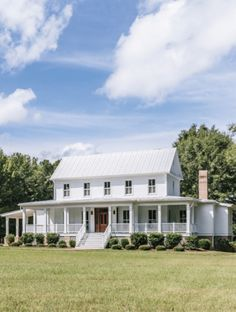 The Best Classic White Farmhouse Exterior Inspiration - A huge collection of Farmhouse inspiration that is classic yet completely on-trend, showcasing white exteriors and some modern farmhouse touches. A huge collection of Farmho White Farmhouse Exterior, Farmhouse Plans, Rustic Farmhouse, Restored Farmhouse, American Farmhouse, Modern Farmhouse Style, Farmhouse Design, Farmhouse Architecture, Sustainable Architecture