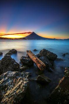 Volcano Photos, Basic Image, Parasailing, Landscape Wallpaper, Small Island, Beautiful Islands, Maldives, Stock Photos, Awesome