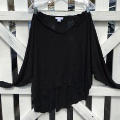Dolman long sleeve shirt Black dolman sleeve shirt in good condition from cotton on, worn a couple of times and shrunk so yes the size says M/L but it fits like a small Cotton On Tops Tees - Long Sleeve