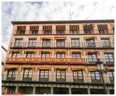 Toledo. La plaza de Zocodover  Banderas españolas en honor a la Infantería española Toledo. The Plaza de Zocodover Spanish flags in honor of the Spanish Infantry