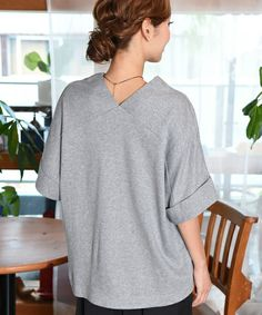 interesting back/sleeve construction | like a raglan sleeve except the sleeves form the neckline, not the bodice