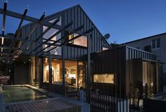 Mount Eden House is a single-family residence recently completed by Strachan Group Architects, a multiple award-winning Auckland practice. Architecture Awards, Amazing Architecture, Mount Eden, German Houses, Herb Wall, Pool Fashion, Water Collection, Gable Roof, The Gables