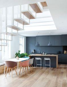 Floating steel staircase divides Haptic's Idunsgate Apartment in Oslo _ ton sur ton murs et finitions cuisine