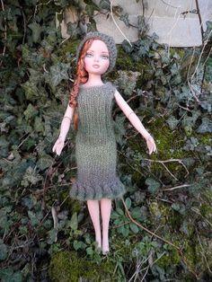 Laine utilisée DELIGHT de Drops échantillon donné 10 cms = et 34 rgs en… Barbie Clothes, Barbie Dolls, Mini American Girl Dolls, Barbie Patterns, Barbie And Ken, Knitted Dolls, Arm Warmers, Points, Vestidos