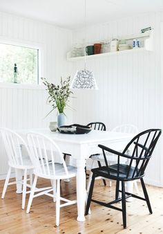 my scandinavian home: The idyllic Danish summer cottage Cottage House Designs, Beach Cottage Style, Diy Home Decor Bedroom For Teens, Cottage Dining Rooms, Small Cottage Homes, Decor Inspiration, A Frame House, Piece A Vivre, Cottage Interiors