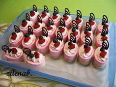 Jahodové semifreda Mini Cupcakes, Cheesecake, Sweets, Recipes, Food, Pies, Gummi Candy, Cheesecakes, Candy