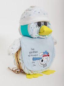 REGALOS Y MAS: pingüino de pañales, hecho de pañales