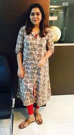 Salwar Pattern, Kurta Patterns, Indian Attire, Indian Outfits, Indian Wear, Dress Neck Designs, Blouse Designs, Dress Paterns, Kurtha Designs