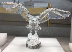Vieni a scoprire la nuova Aquila firmata Swarovski, creazione di grande stile ricca di libertà e coraggio. Realizza in Clear Crystal è considerata come il trait d'union tra uomo e divino.