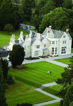 An overhead view of the beautiful Lough Rynn Castle