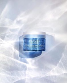 Today we're off to pamper ourselves with this #Lähde Hydration Recovery Aerating #GelMask. With oxygen-rich Pure Arctic Spring Water and nourishing Nordic #BirchSap it leaves the skin intensely hydrated and smoother-looking with a radiant glow. Have a beautiful #sunday everyone!