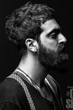 Need some inspiration on haircuts for men with thick hair? You will find it here. In the following guide, we put together shorts, long and medium lengths haircuts ideas for guys with angular and rounds faces, whether they have curls or wavy locks. #menshaircuts #menshairstyles #thickhair #thickhairmen Messy Medium Hair, Long Messy Hair, Messy Hair Look, Medium Hair Styles, Curly Hair Styles, Mens Messy Hairstyles, Short Messy Haircuts, Guy Haircuts Long, Short Hair Cuts
