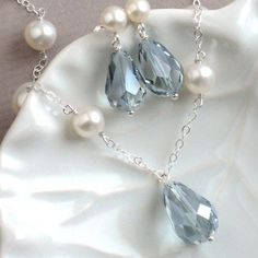 Dusty blue earrings and necklace set Pearl And Lace, Pearl White, Crystal Necklace, Necklace Set, Necklace Ideas, Blue Earrings, Pearl Earrings, Diy Collier, Vanellope Von Schweetz