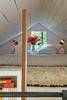 Dormitorio para cuarto abuhardillado a dos aguas, muy bajo. Buena solución.