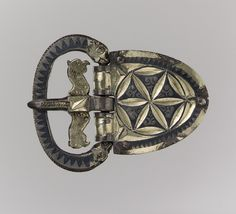The Vermand Treasure: Belt Buckle and Three Mounts for Spear Shafts, ca. Found in Vermand, France Silver gilt inlaid with niello Historical Artifacts, Ancient Artifacts, Romanesque Art, Museum Studies, Satanic Art, Classical Antiquity, Magical Jewelry, Middle Age Fashion, Dark Ages