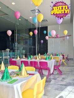 Mexican Party decorations in a restaurant Decoracion de fiesta