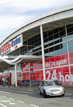 Conflicto entre Tesco y Unilever en los supermercados, como consecuenica del brexit  Los consumidores británicos empiezan a notar en los supermercados las consecuencias del brexit. La cadena Tesco ha decidió retirar de sus ventas por internet los productos del angloholandés Unilever. Como el suavizante de ropa Comfort, la mayonesa Hellmanns o la pasta para untar Marmite.  http://www.losdomingosalsol.es/20161023-noticia-conflicto-tesco-unilever-supermercados-consecuenica-brexit.html