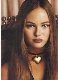 love the lip color. vanessa paradis 1990