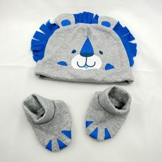 IT'S A SMALL WORLD cap & bootie set – Lion
