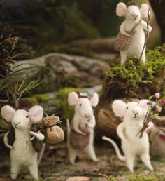 Traveling Mouse Tree Ornament