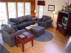 Gatlinburg, TN: Cozy up with a book on the deck and enjoy the best this chalet has to offer - peace and quiet plus a great view to boot. This one level chalet is the ...