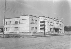 Instituto Getúlio Vargas (atual Colégio Acreano), Rio Branco (AC), 1940. Arquivo Nacional. Fundo Agência Nacional. BR_RJANRIO_EH_0_FOT_EVE_15723_0004 Acre, Rio, 1940, Multi Story Building, Street View, National Archives, Arquitetura