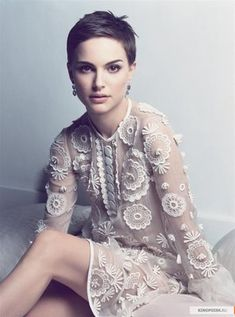 Natalie Portman in white lace. // stunning o.o