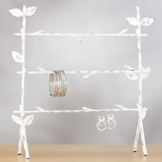 Really cute and pretty jewelry stand, love the twig/tree design.