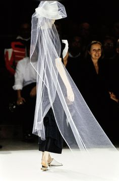 Yohji Yamamoto Spring 1999 Ready-to-Wear Fashion Show Yoji Yamamoto, Bridal Looks, Ready To Wear, Fashion Show, Runway, Vogue, Street Style, Couture, Photo And Video