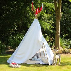 Tipi tutorial; all you need is 10 minutes, a sheet, some string and 6 bamboo canes