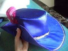 tutorial for homemade musketeer hat. I'll be needing this during the week...